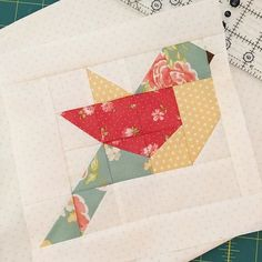 I'm up early this morning making little birds Happy Sunday! Bird Quilt Blocks, Quilt Block Patterns, Small Quilts, Mini Quilts, Quilting Projects, Quilting Designs, Vogel Quilt, Quilt Modernen, Animal Quilts