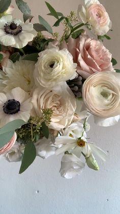 Ranunculus Wedding Bouquet, Simple Wedding Bouquets, Pastel Bouquet, Artificial Wedding Bouquets, Silk Flower Bouquets, Bridal Flowers, June Wedding Flowers, Champagne Flowers, Deco Floral