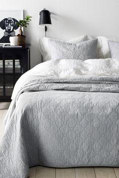 Roselynn päiväpeite 260 x 260 cm Master Bedroom Closet, Scandinavian Bedroom, My New Room, Betta, Room Interior, Comforters, Ikea, Sweet Home, Quilt