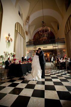 first dance Hotel El Convento Old San Juan Salon Campeche Wedding by Maria Lugo website marialugopr.com Photographer Jose Rincon joserinconpr.com