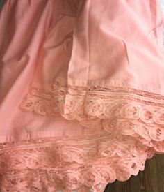 Sferra CHANTILLY FRILLY Bed Skirt Queen Azalea Pink With Cotton Lace Trim #Sferra1891 #Openstitchlacetrim #BedskirtBedSkirt