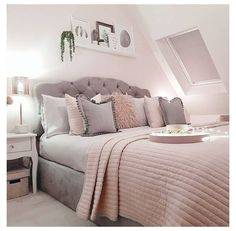 Blush Pink And Grey Bedroom, Bedroom Decor Grey Pink, Bedroom Decor For Teen Girls, Girl Bedroom Designs, Room Ideas Bedroom, Home Bedroom, Light Pink Bedrooms, Teen Decor, Light Gray Bedroom