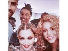 Shakira et Gerard Pique rendent visite à Madonna à Barcelone lors du Rebel Heart Tour :)