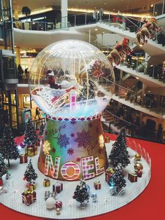 Winter is coming, and Christmas too #Lyon #Nöel #Centrecomercial #PartDieu