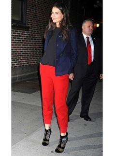 """KATIE HOLMES  LOOK DE STAR GLAMOUR  Même pour aller au """"Late show"""" de David Letterman, Katie Holmes reste sobre mais classe.  On aime sa simplicité."""