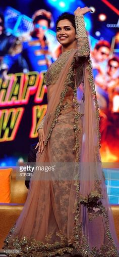 Indian Bollywood actress Deepika Padukone gestures during a promotional event for the forthcoming Hindi film 'Happy New Year' directed by Farah Khan and produced by Gauri Khan with music directtion by Vishal & Shekhar in Mumbai on late September Pakistani Dresses, Indian Sarees, Indian Dresses, Indian Outfits, Saris, Indian Bollywood Actress, Bollywood Fashion, Bollywood Saree, Bollywood Suits