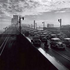 Sydney Harbour Bridge in 1947.