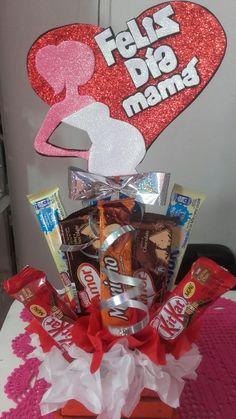 Bouquet de chocolates para mamá Edible Bouquets, Pin On, Magic Box, Happy Mothers, Gingerbread Cookies, Ideas Para, Cocoa, Baby Shower, Sistema Solar