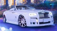 This Slammed Rolls-Royce Dawn Just Goes To Show That 'Subtle' Is Relative - Auto Data Rolls Royce Wraith, Rolls Royce Phantom, Taxi Moto, Voiture Rolls Royce, Carros Lamborghini, Ferrari F40, Lamborghini Gallardo, Rolls Royce Dawn, Bentley Rolls Royce