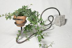 Blumenhalterung aus geschmiedetem Baustahl - Upcycling