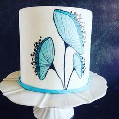 Blue Flower Cake by Una's Cake Studio