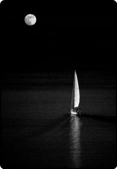 wasbella102:  sailing to the moon and back… mistymorrning: