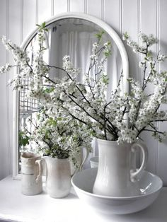 White pitcher as vase for white flowers White Cottage, Cottage Style, Cozy Cottage, Home Interior, Interior Design, Decoration Shabby, Vibeke Design, Deco Floral, White Rooms