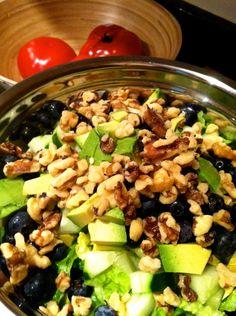 Great summer #salad w/romaine, walnuts, avocado, blueberries & cucumbers #cleaneats #glutenfree #foodblog