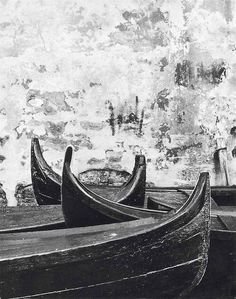 Gianni Berengo Gardin, Wall and boat (Venice 1956)