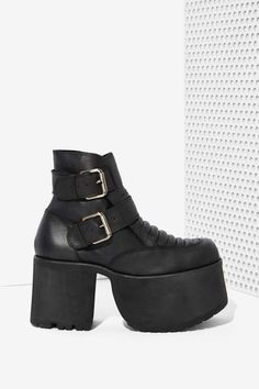 l o v e    i s    u n c o n d i t i o n a l  #brandcrush #unif #zooji #fashion #trendy #fallfashion #shoes #love #footwear #cute #style #edgy  Chic.St Approved <3