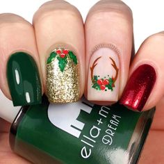 Beautiful green, red and golden glitter christmas nails! # Christmas nails # Related posts: The cutest and festive Christmas nail designs to celebrate The cutest and festive … Christmas Gel Nails, Xmas Nail Art, Christmas Nail Art Designs, Holiday Nails, Christmas Fun, Christmas Parties, Christmas Design, Outdoor Christmas, Beautiful Christmas