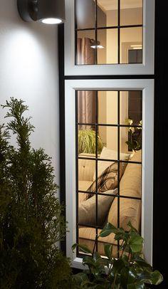 Adorable 39 Minimalist Window Design Ideas For Your House Home Window Grill Design, Window Grill Design Modern, House Window Design, Duplex House Design, Modern Windows, Contemporary Windows, Minimalist Window, Wooden Front Door Design, Aluminium Windows And Doors