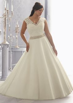 A-line/Princess Sweetheart Lace Straps Empire Plus Size Wedding Dress with Beading Applique