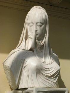 ロシア・ペトロドヴォレツの冬宮殿にあるらしい『ヴェールの女』。アントニオ・コラディーニの彫刻。すごく見たい…! このシンプルでふつくしい質感…! pic.twitter.com/ytTPravKBj