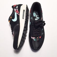 Nike Air Max 1 Aloha Floral print in black These sneakers will bring a  little summer 74afed5a5