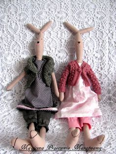 Pink rabbits in gray tones.
