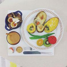 . good morning Wednesday day :-3))) . #goodmorning #morning #breakfast #yummy #goodfood #instafood #onthetable  #homemade #foodie #foodstagram #igfood #foodphotography #foodphoto #2eat2gether #S_S_iloveBreakfast #朝食 #早餐 #goodmorning #早安 #おはようございます #cooking #baking #烘培 #整顆馬鈴薯農舍+整顆蕃薯鮭魚派 #pie #s_s_ilovebaking #パイ #pie #派 #農舍派 #cottagepie #stuffedpotato