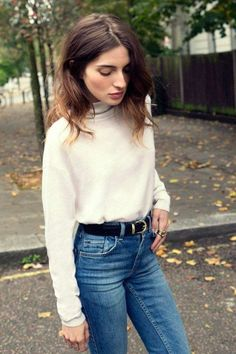 tenue décontracté pour la journée, pull en laine glissé dans un jean