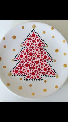 Mandala Painted Rocks, Mandala Rocks, Christmas Plates, Christmas Crafts, Christmas Ornaments, Mandala Painting, Dot Painting, Gingerbread House Parties, Stippling Art