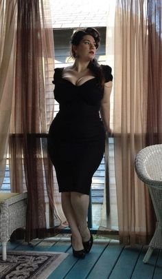 Photo Curvy plus sized pin Up model:-) Beautiful