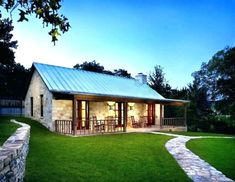 The exterior often reflects the overall style of the house and the family that lives there so here are 25 Great Farmhouse Exterior Design ideas.Enjoy modern home decor 25 Great Farmhouse Exterior Design Small Farmhouse Plans, Modern Farmhouse Exterior, Farmhouse Design, Farmhouse Style, Farmhouse Windows, Farmhouse Layout, Farmhouse Front, Farmhouse Remodel, Farmhouse Ideas