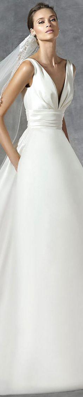 PRONOVIAS PLAZA WEDDING DRESS
