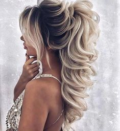 Easy Short Hair Updos That Will Take Eight Minutes or Less – HerHairdos Quince Hairstyles, Wedding Hairstyles For Long Hair, Wedding Hair And Makeup, Ponytail Hairstyles, Bride Hairstyles, Bridal Hair, Martha Stewart Weddings, Hair Dos, Prom Hair