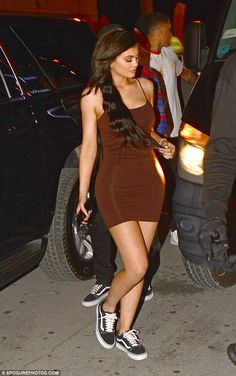 Kylie Jenner flaunts her famous curves in a figure-hugging brown dress She's always the life and soul of the party. So it came as no surprise to see Kylie in good spirits as she headed to Club with boyfriend Tyga and their entourage on Friday. Mode Kylie Jenner, Trajes Kylie Jenner, Looks Kylie Jenner, Kendall Jenner Outfits, Kylie Jenner Dress, Kylie Jenner Instagram, Kylie Dress, Khloe Kardashian, Robert Kardashian