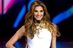 """¡LE PUSO UN PARA'O! Miss Venezuela se enfrentó con una usuaria y le dio """"hasta con el tobo"""" - http://www.notiexpresscolor.com/2016/12/09/le-puso-un-parao-miss-venezuela-se-enfrento-con-una-usuaria-y-le-dio-hasta-con-el-tobo/"""