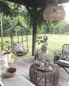 Pergola For Small Patio Backyard Seating, Outdoor Seating, Backyard Landscaping, Outdoor Decor, Back Gardens, Outdoor Gardens, Extension Veranda, Pergola Designs, Garden Inspiration