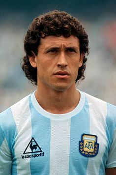 Jorge Valdano of Argentinia is seen prior to the World Cup final match between Argentinia and Germany on June 29 1986 in Mexico City Mexico World Football, Soccer World, Soccer Pro, Football Players, Old Boys, History Of Soccer, Equipement Football, Football Images, Argentine