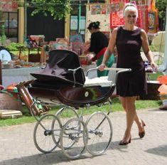 Dutch Koelstra pram 1966 Pram Stroller, Baby Strollers, Bring Up A Child, Vintage Pram, Rock A Bye Baby, Prams And Pushchairs, Dolls Prams, Baby Buggy, Baby Checklist