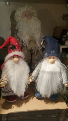 Spiffy little gnomes Swedish Christmas, Christmas Gnome, Scandinavian Christmas, Rustic Christmas, Diy Christmas Gifts, Holiday Crafts, Christmas Ornaments, Pink Christmas Decorations, Elves And Fairies