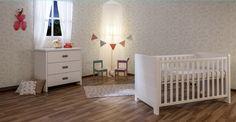 Οι καθαρές γραμμές και ο ουδέτερος σχεδιασμός των επίπλων, τα καθιστά ιδανικά για όλα τα στυλ δωματίων. Βαμμένο σε λευκό ματ χρώμα από μη τοξικές βαφές (χρώματα νερού). Κατασκευάζεται από ξύλο οξιάς Κλάσης Α' και MDF. #nursery #baby #furniture