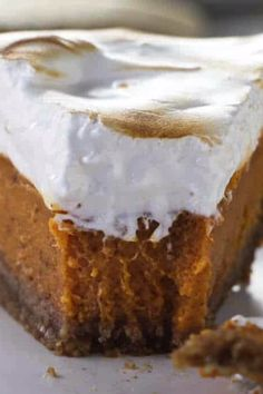 This Southern Sweet Potato Pie recipe, which comes with an extra layer of goodness- a toasted marshmallow topping. Sweet Potato Pie Filling, Homemade Sweet Potato Pie, Sweet Potato Dessert, Sweet Potato Recipes, Sweet Potatoe Pie, Southern Sweet Potato Cake Recipe, Sweet Pie, Köstliche Desserts, Holiday Desserts