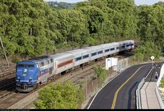 Net Photo: MNCR 213 Metro-North Railroad GE at Croton-on-Hudson, New York by Christopher Gore Location Map, Photo Location, Metro North Railroad, Long Island Railroad, Commuter Train, Corporate Identity Design, Rolling Stock, New York City, Trains