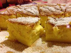 La particolarità di questa torta è che, nonostante l'impasto sia uno, in cottura si trasforma in tre consistenze differenti. Si direbbe a tre strati...