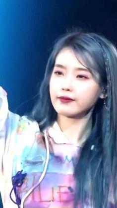 Korean Drama Songs, Korean Drama Romance, Pretty Korean Girls, Cute Korean Girl, Iu Hair, Warner Music, Kpop Gifs, Dance Kpop, Kpop Girl Bands