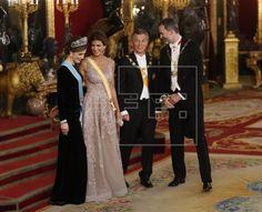 La cena de gala en el Palacio Real ofrecida por los Reyes al presidente de Argentina, Mauricio Macri, y a su esposa, Juliana Awada, ha puesto la guinda a la primera jornada de su visita a Es…