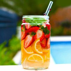 These 5 DIY detox water recipes will cleanse your insides, and flush out nasty toxins to reveal beautiful, glowing, and radiant skin on the outside! Infused Water Recipes, Fruit Infused Water, Fruit Water, Mint Water, Spa Water, Fresh Fruit, Fast Metabolism Diet, Metabolic Diet, Best Lemon Water Recipe
