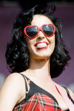 Katy Perry and her heart glasses!!