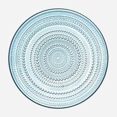 Kastehelmi plate 315 mm light blue Oiva Toikka Kastehelmi's glass droplet design brings the outdoors in. The surface of the clear glass sparkles like morning dewdrops. Also available in a fresh range of other colours inspired by nature. Large Plates, Blue Plates, One Light, Light Blue, Design3000, Table Design, Pressed Glass, Serving Plates, Serving Utensils