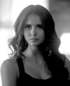Imagen de gif, Nina Dobrev, and the vampire diaries