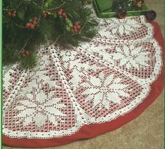 *White+Christmas+Collection+-+Poinsettia+Tree+Skirt+-+Filet+Crochet